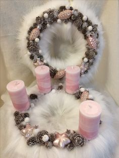 Candle Centerpieces For Home, Christmas Centerpieces, Christmas Decorations, Christmas Advent Wreath, Xmas Wreaths, Christmas Crafts, Shabby Chic Christmas, Pink Christmas, Christmas Trends