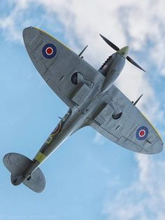 You can't imagine the feeling of wonder, viewing a vintage aircraft and watching a vintage aircraft flying. Ww2 Aircraft, Fighter Aircraft, Fighter Jets, Military Jets, Military Aircraft, Supermarine Spitfire, Ww2 Planes, Vintage Airplanes, Aviation Art