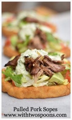 Pulled Pork Sopes, Mexican street food at its best! Pork Recipes, Mexican Food Recipes, New Recipes, Favorite Recipes, Ethnic Recipes, Mexican Dishes, Dinner Recipes, Sopes Recipe, Food Dishes