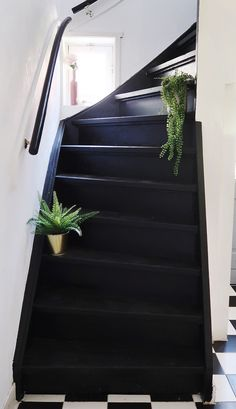Stairs Window, Staircase Wall Decor, Carpet Staircase, Black Painted Stairs, Black Stairs, Painted Staircases, Traditional Paint, Stair Risers, Tudor House