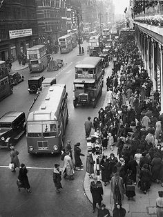 December Crowds of Christmas shoppers in Oxford Street, central London. (Photo by H. Vintage London, Old London, London Bus, London Street, London City, London Christmas, Christmas Past, Christmas Shopping, Xmas