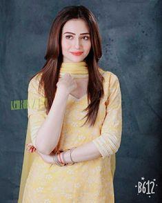 Pakistani Models, Pakistani Girl, Pakistani Actress, Punjabi Dress, Indian Designer Suits, Profile Picture For Girls, Designs For Dresses, Teen Actresses, Girls Fashion Clothes
