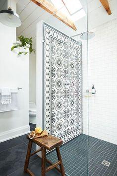 Le médaillé d'or olympique Adam Van Koeverden nous invite dans sa salle de bain de style « candinavien Diy Interior, Bathroom Interior Design, New Bathroom Designs, White Bathroom, Small Bathroom, Master Bathroom, Ikea Bathroom, Bathroom Ideas, Home Decoracion