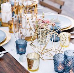 "Polubienia: 8,091, komentarze: 259 – The Knot (@theknot) na Instagramie: ""These geometric centerpieces are PERFECT for a glam, modern affair! 🔶💙 #theknot 📷: @tashabradyphoto…"""