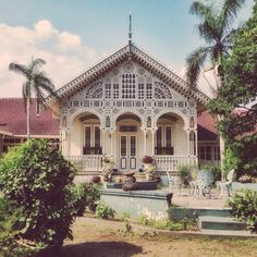 Puro Pakualaman, Yogyakarta, Indonesia Asian Architecture, Colonial Architecture, Modern Colonial, Dutch East Indies, Corner House, Good House, Old Pictures, House Design, Mansions