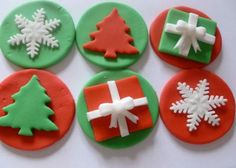 Edible Fondant Christmas Cupcake Toppers 2 of each design – red/green presents -red/green trees -red/green snowflakles Essbare handgemachte Fondant Weihnachten Cupcake von TheCakeTopCompany, £ Christmas Cupcake Toppers, Christmas Cupcakes Decoration, Christmas Cake Designs, Christmas Topper, Holiday Cupcakes, Christmas Sweets, Christmas Cooking, Christmas Goodies, Green Christmas