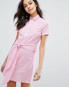Compra Vestido camisero de vichy anudado en la parte delantera de Miss  Selfridge en ASOS. Descubre la moda online.