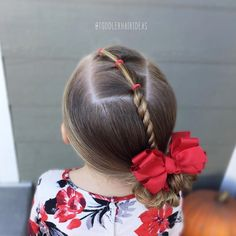 I kept it extra simple today, this is a good style to try if you're a beginner or have a wiggly daughter! 3 connected diagonal ponies, a rope twist, and a low side messy bun! Do you guys know how to do a rope twist? If not, I can film a quick tutorial! Have a great Monday!