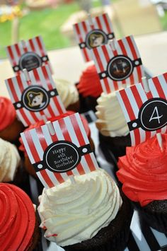 Cupcakes at a Pirate Party #pirate #partycupcakes