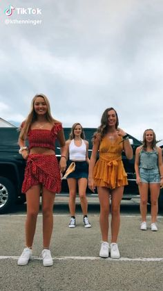tik tok bailes Some of my friends did this! Dance Choreography Videos, Dance Music Videos, Beste Gif, Tic Tok, Funny Video Memes, Videos Funny, Bff Pictures, Funny Friend Pictures, Embarrassing Moments