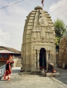 Shiva temple, Naggar, Himachal Pradesh, the buildings are so beautiful and full of history Indian Temple Architecture, Religious Architecture, Ancient Architecture, Temple India, Hindu Temple, Amazing India, Largest Countries, Varanasi, Place Of Worship