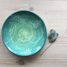Piattino in ceramica verde turchese , ceramica piatto , love , regalo san valentino di MONILAhandmade su Etsy https://www.etsy.com/it/listing/590707821/piattino-in-ceramica-verde-turchese
