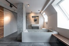 Interior:Chic Textured Bathroom Design With Glass Windows And Wooden Floating Bench With White Bathtub And Floor Tile Stunning Home Interior. Brick Bathroom, Grey Bathrooms, Bathroom Interior, Modern Bathroom, Bathroom Taps, Loft Bathroom, Design Bathroom, Beton Design, Bad Inspiration