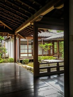 Japanese gardens are becoming popular and more gardens in the States are trying to have one part of them turned into a Japanese garden. In this Japanese gardening article, you are going to learn 3 types of Japanese garden styles… Continue Reading → Japanese Style House, Traditional Japanese House, Japanese Interior Design, Japanese Design, Architecture Du Japon, Architecture Design, Sustainable Architecture, Residential Architecture, Academia Jiu Jitsu