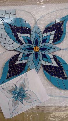 Mosaic by Josemeire Mosaic Tile Art, Mosaic Artwork, Mirror Mosaic, Mosaic Crafts, Mosaic Projects, Stained Glass Projects, Stained Glass Patterns, Mosaic Patterns, Stained Glass Art