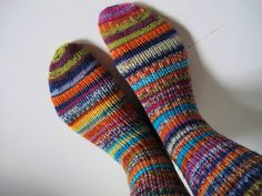 A's ALMANAKK: Lynkurs i sokker... Knitting Socks, Knit Socks, Safari, Fashion, Threading, Moda, Fashion Styles, Fashion Illustrations