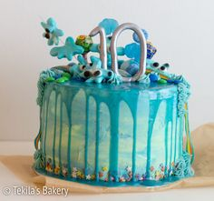 merellinen drip cake. Blue drip cake with candy decoration. #tekilasbakery