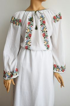 Ie Romaneasca Gorj - Chic Roumaine Peasant Blouse, Kimono Top, Beaded Cross Stitch, Embroidered Clothes, Folk Costume, Shirt Designs, Bell Sleeve Top, Tunic Tops, Glamour