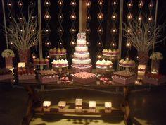 mesa de bolo decorada com painel de velas