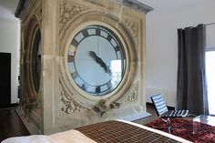 clock-hotel-room-picture