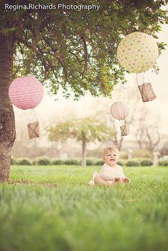 baby ; hot air balloons