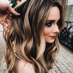 I want my hair to be like this. Are you looking for blonde balayage hair color For Fall and Summer? See our collection full of blonde balayage hair color For Fall and Summer and get inspired!