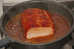 Zutaten 1 kg Kasseler, geräuchert (Rücken oder Nacken) Butterschmalz 4 Zwiebel(n), (je nach Größe) 500 ml Malzbier 500 ml ...