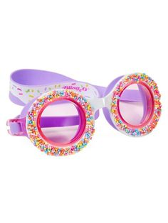 Bling swim goggles for kids: Bling 20 makes these fun donut swim goggles featuring faux sprinkles around the lenses Candy Necklaces, Cool Mom Picks, Cool Gifts For Kids, Cool Summer Outfits, Mermaids And Mermen, Rainbow Sprinkles, Kids Swimming, Summer Accessories, Summer Bags