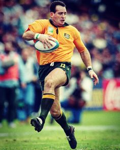 David Campese (Australia) in mid step. his trade mark! Rugby League, Rugby Players, Australian Football, American Football, Rugby School, Australia Rugby, France Rugby, Watch Rugby, Rugby Sport