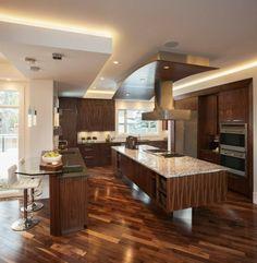 islas de cocina con laminados de madera