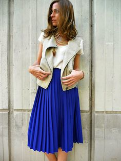 love this royal blue pleated skirt Skirt Outfits, Dress Skirt, Dress Up, Jean Outfits, Blue Pleated Skirt, Summer Outfits, Casual Outfits, Colorful Fashion, Style Inspiration