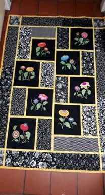 Interesting idea for my duck blocks. Big ducks in places of the flowers, small ducks in the corners, and corresponding colours for the rectangles and stripes. Great to do QAYG. No instructions for quilt necessary. Idea for salvaging my old, beat up embro Big Block Quilts, Lap Quilts, Small Quilts, Quilt Blocks, Fabric Panel Quilts, Fabric Panels, Embroidered Quilts, Applique Quilts, Embroidery Patches