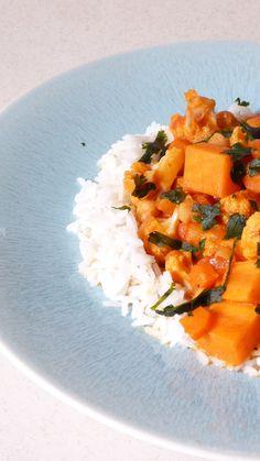 Curry végétarien au chou fleur, patate douce et pois chiches – La Tasse Fumante