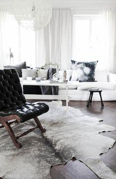 Daniella Witte: Livingroom....table