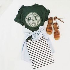Adorable graphic tee outfit. Love!