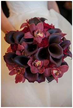Planning an Autumn wedding? We've listed ten of our favorite wedding things in one of our favorite Autumn colors, Marsala, to inspire you!