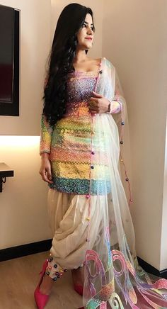 kurti salwar designs image s Latest Salwar Kameez Designs, Patiala Suit Designs, Kurti Designs Party Wear, Designer Punjabi Suits, Indian Designer Wear, Stylish Dresses, Fashion Dresses, Simple Dresses, Hijab Fashion