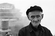 Minimizar la muerte de ancianos refleja una sociedad decadente ⚫ Lo que demos hoy a los mayores, nos será devuelto en el futuro. Old Man Portrait, Old Man Face, Sad Faces, Old Men, Male Face, Che Guevara, Facial Expressions, Sadness, Natural Remedies