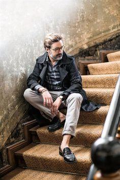 Thorsten Osterberger ist Stylist, außerdem Mode- und Beautyredakteur. Sieht man.