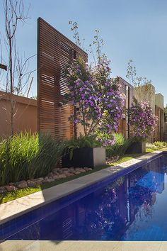 Backyard Pool Designs, Swimming Pools Backyard, Swimming Pool Designs, Patio Design, Garden Design, Modern Landscaping, Backyard Landscaping, Modern Fountain, Farmhouse Front Porches