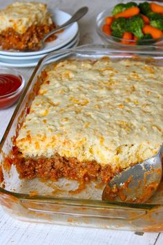 Sloppy Joe Casserole is an easy twist on traditional sloppy joes that's flavorful and delicious! The cheesy crust compliments the beefy tomato filling so well and makes for a quick and hearty weeknight dinner that the whole family will love! Easy Casserole Recipes, Casserole Dishes, Meat Recipes, Cooking Recipes, Chicken Recipes, Healthy Recipes, Jiffy Mix Recipes, Hamburger Steak Recipes, Vegemite Recipes