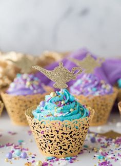 DIY Aladdin Cupcakes: a fun and simple cupcake perfect to celebrate any Princess Jasmine or Aladdin party! DIY Aladdin Cupcakes: a fun and simple cupcake perfect to celebrate any Princess Jasmine or Aladdin party! Jasmine Birthday Cake, Aladdin Birthday Party, Aladdin Party, Birthday Cupcakes, Princess Birthday, Birthday Party Themes, Punk Princess, 5th Birthday, Ladybug Cupcakes