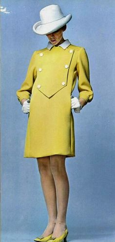 Guy Laroche L'officiel magazine 1967 I simply adore this coat. Guy Laroche, 60s And 70s Fashion, Mod Fashion, French Fashion, Vintage Mode, Vintage Wear, Vogue, Estilo Mod, 1970 Style