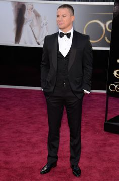 Channing Tatum arrives at the Oscars in a Single Breasted Shawl Lapel Tuxedo