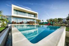 Maison à vendre en Languedoc Roussillon - Hérault: Sète, Magnifique villa d'architecte située a deux pas de la mer REF: 28577SAM34