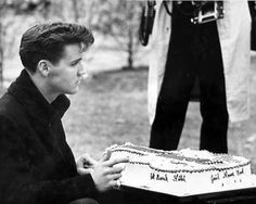 "There is a ""Welcome Home"" party at Graceland, and a cake shaped like a guitar is sent to Elvis by a fan. That afternoon Elvis has a press conference in the office at Graceland."