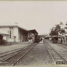 Atjeh, station van de stoomtram te Kota-Radja, A. Kaulfuss, 1891 - 1894 - Rijksmuseum
