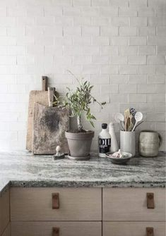 12 simple brick kitchen wall tiles inspiration for some cool looks that will make the kitchen area be neat and awesome too. Kitchen Interior, New Kitchen, Kitchen Dining, Kitchen Island, Kitchen Corner, Design Kitchen, Marble Interior, Kitchen Vignettes, Room Corner