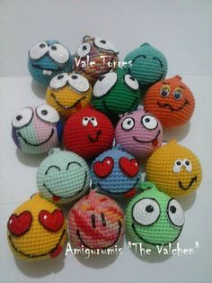 Ami Crochet Keychain, Crochet Bookmarks, Crochet Toys Patterns, Amigurumi Patterns, Crochet Ball, Knit Crochet, Emoji, Diy Crochet Projects, Cross Crafts