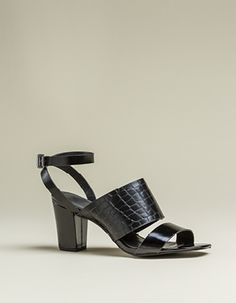 Black Heel Black Heels, Heeled Mules, Sandals, How To Wear, Shoes, Fashion, Moda, Shoes Sandals, Zapatos